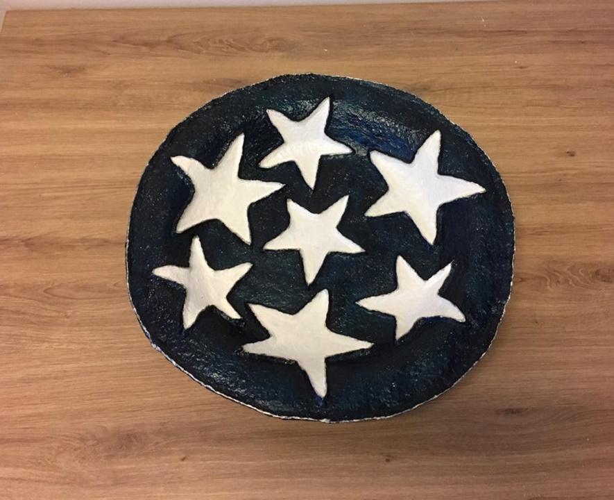 Grote afbeelding Donkerblauwe schaal met witte steren en glitters